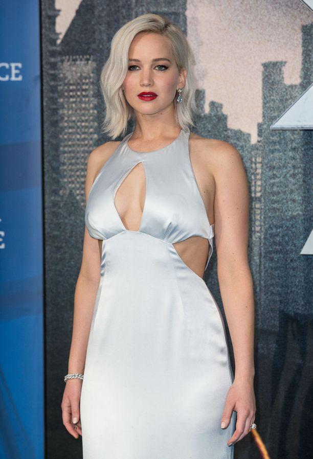 Viileän vaalea tukka vaatii ylläpitoa ja tämän tietää varmasti myös näyttelijä Jennifer Lawrence.