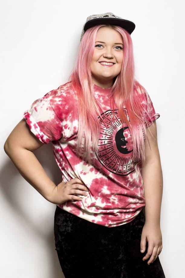 Alma oli pinkkitukkainen osallistuessaan vuoden 2013 Idols-laulukilpailuun.