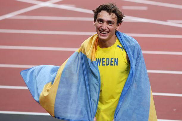 – Olen ruotsalainen, sanoi Armand Duplantis olympiakultansa jälkeen.