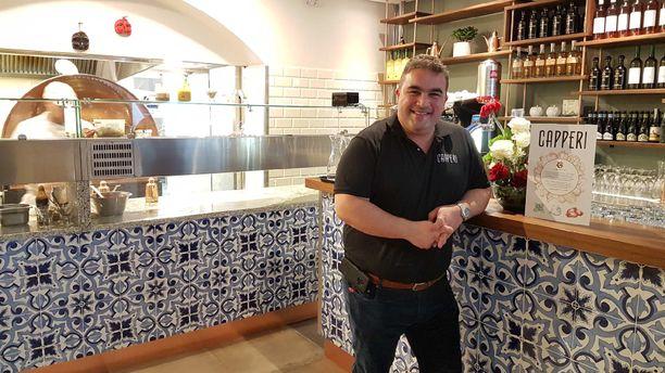 Miguel Papaianni on Pizzamestari vuosimallia 2019. Rikhardinkadun Capperissa on samanlainen sisustus kuin Oulunkylän pizzeriassa.