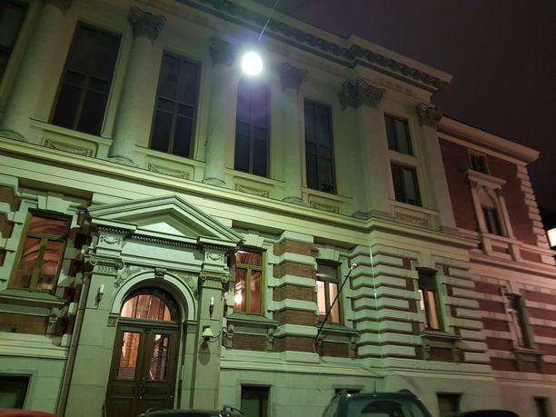 SKS:n talo sijaitsee Helsingin Kruununhaassa. Seura on perustettu vuonna 1831.