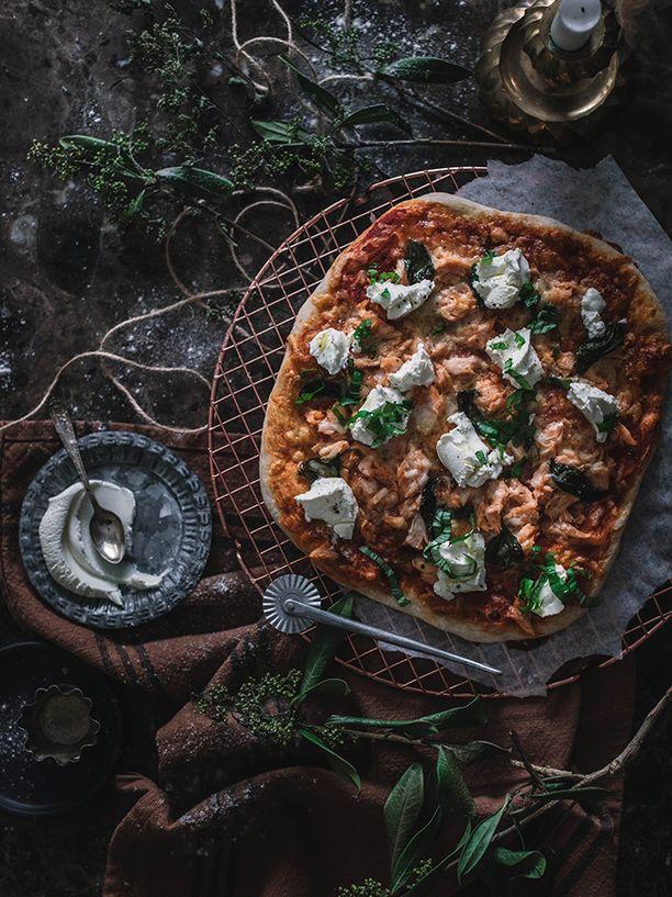Savulohen ja mascarponen yhdistelmä on täydellinen pizzan päällä.