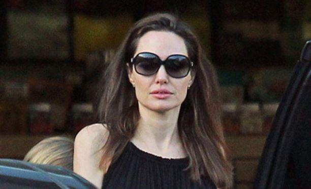 Angelina Jolie tulistui.