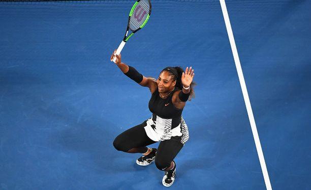 Serena Williams kukisti siskonsa Australian avointen finaalissa.