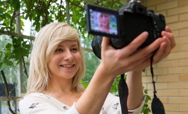 YouTubessa Soikkuu-nimimerkillä videobloggaava Sonja Hämäläinen on saanut ensimmäisenä suomalaisena kutsun vierailulle YouTuben Creative Space -studiolle Lontooseen. – Olen kutsusta innoissani, järjestelmäkameralla videoblogejaan kuvaava Soikku iloitsee.