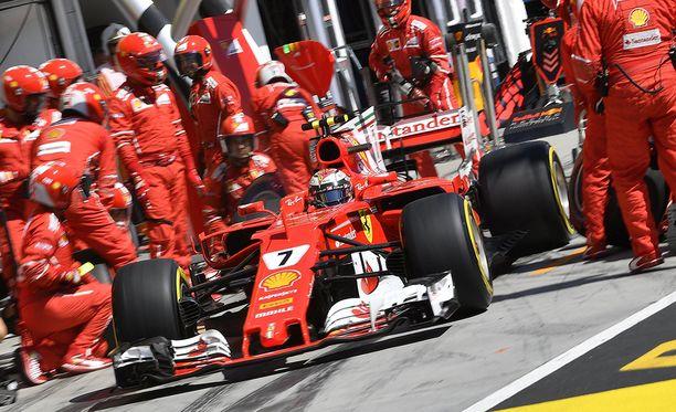 Ferrarin varikkomiehet kokeilivat undercutia.