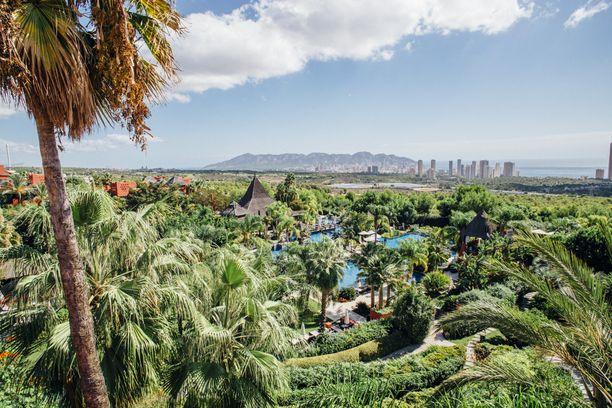 Monipuolinen hotellivalikoima takaa onnistuneen loman. Muutaman kilometrin päässä Benidormin keskustasta sijaitseva Asia Garden on viiden tähden lomakeskus, joka vie hetkessä trooppiseen tunnelmaan.