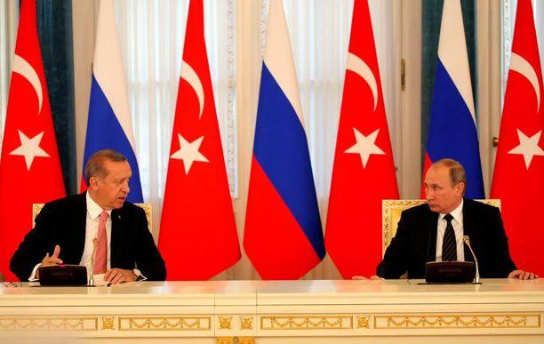 Vladimir Putin ja Recep Tayyip Erdogan aikovat tiivistää maidensa välisiä suhteita muun muassa puolustusyhteistyössä.
