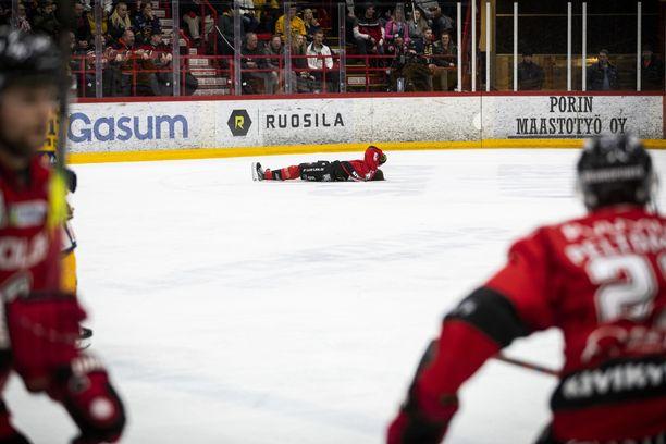 Otto Kivenmäen loukkaantuminen sekoitti koko loppupelin kuviot täydellisesti. Ässien pelaamisesta katosi kaikki voima.