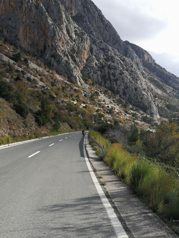 Kroatian rannikko on vuoristoista ja vaatii pyöräilijältä kuntoa.