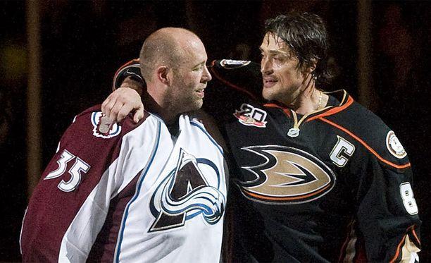 Jean-Sébastien Giguère ja Teemu Selänne hyvästelivät NHL-jäät yhdessä viime keväänä.