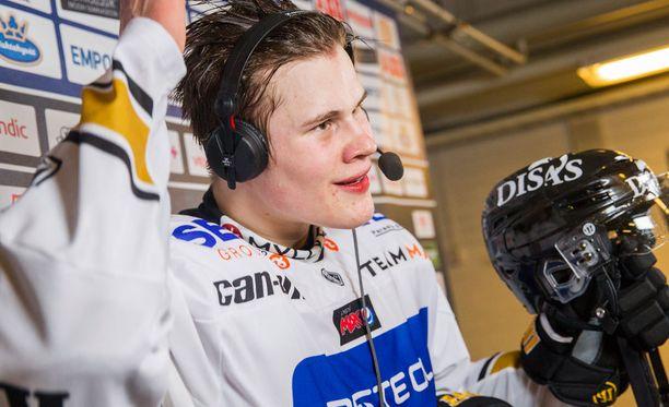 Jesse Puljujärvi syötti, Mika Pyörälä iski. Kärpät tasoitti välieräsarjan 3-3:een.
