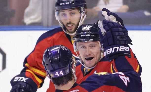 Jussi Jokinen (keskellä) on melkoisen mehevässä pisteputkessa.