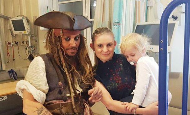 Johnny Deppin oma tytär on ollut sairaalassa hoidettavana ja näyttelijä on kiitollinen tämän saamasta hyvästä hoidosta.
