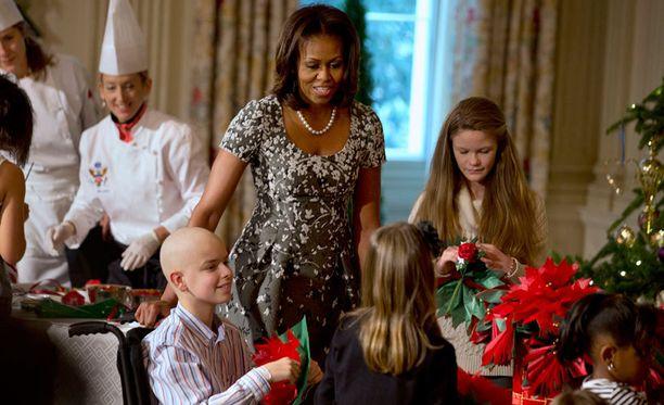Sotilasperheet on kutsuttu joulukoristeluihin Valkoiseen taloon Obaman presidenttikauden alusta saakka.