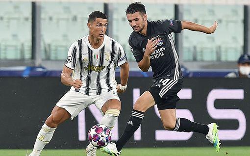 """Kova väite: Juventus kaupittelee Cristiano Ronaldoa moneen suuntaan – """"Agentti tarjonnut miestä jopa Barcelonaan"""""""