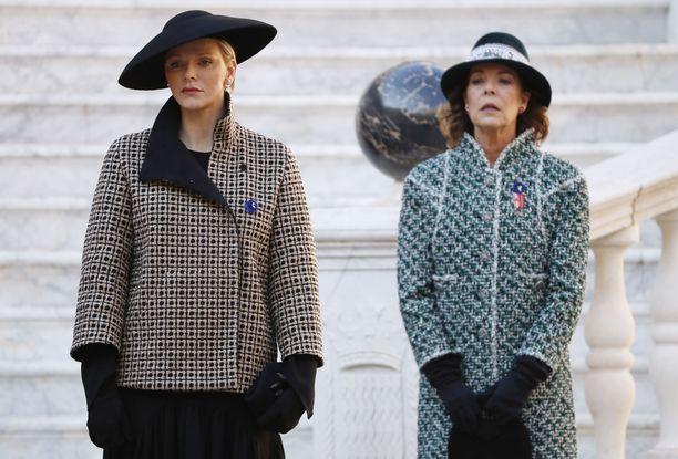 Kälyt eli Monacon ruhtinatar Charlene ja prinsessa Caroline kansallispäivän juhlallisuuksissa 19.11.2018.