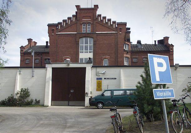Oulun vankilan nelimetrinen muuri ei ollut este ketterälle murhamiehelle.