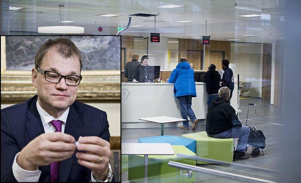 Pääministeri Juha Sipilä esitteli torstaina hallituksen sovintoesityksen työmarkkinoiden tulehtuneeseen tilanteeseen.