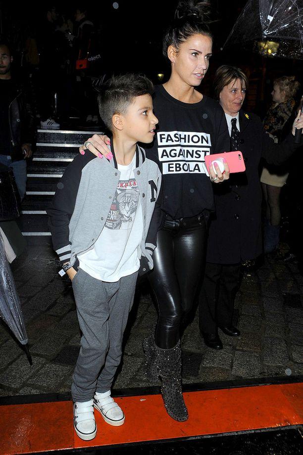 Katie kuvattuna Junior-poikansa kanssa noin vuosi sitten.
