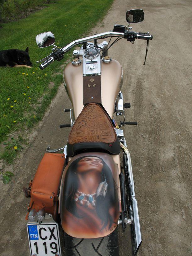 Maalaus tuo moottoripyörään lisää vapaudentunnetta.