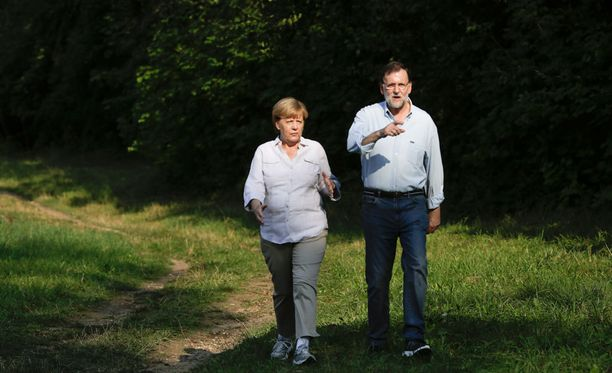 Espanjan pääministeri Mariano Rajoy keskusteli Saksan liittokansleri Angela Merkelin kanssa maanantaina.