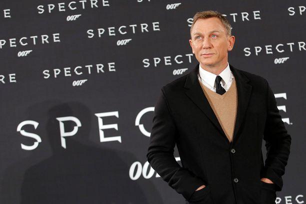 Uusi Bond-elokuva saa ensi-iltansa huhtikuussa 2020. Tuorein julkaistu bond-leffa on Spectre. Bond-tähti Daniel Craig poseerasi ensi-illassa vuonna 2015.