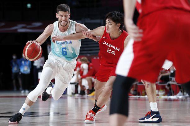 Slovenia nappasi voiton Japanista.