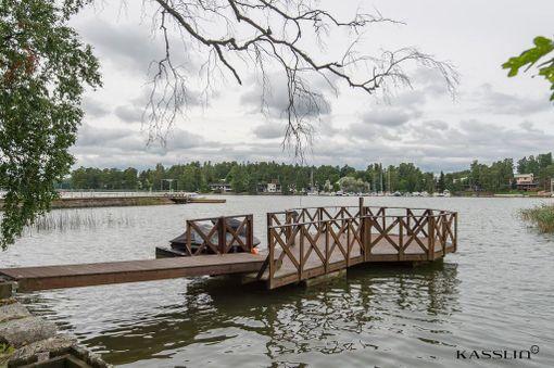 Pieni Koivusaari on Helsingin yleiskaavan piirissä. Tila kuuluu Helsingin saariston ja merialueen kaavaan.