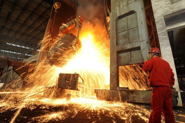 Metallien tuontitullit eivät juuri satuta Kiinaa. Eurooppa, Kanada ja Meksiko vievät yhteensä 23 miljardin dollarin edestä terästä ja alumiinia Yhdysvaltoihin, kun kokonaismäärä on 48 miljardia. Kuva terästehtaalta Kiinan Dalianista.