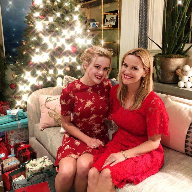 Kuvassa Ava ja Reese jouluna.