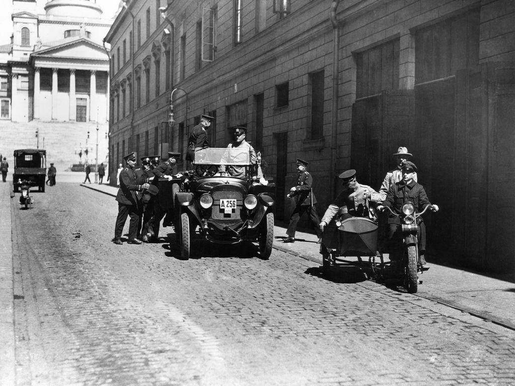 Helsingin poliisilaitoksen edusta Sofiankatu 3:ssa vuonna 1926.