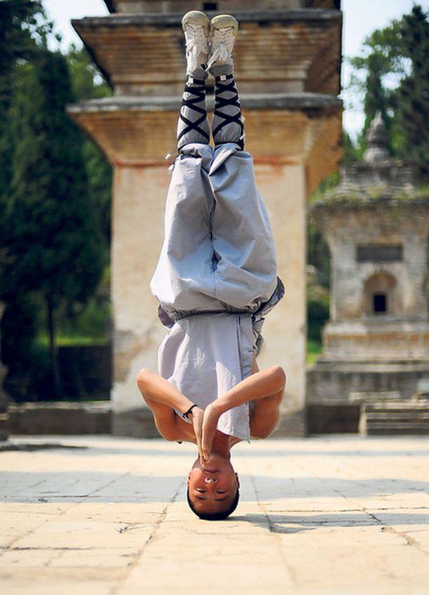 Tehkää perässä! Kiinalaisten Shaolin-temppelin kung fu-munkkien aamuverryttely on hieman tavallista vaativampaa touhua.