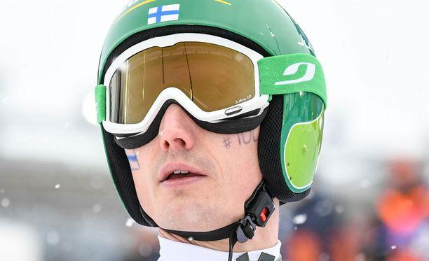 Hannu Manninen toi Suomen viidentenä maaliin yhdistetyn joukkuekisassa.