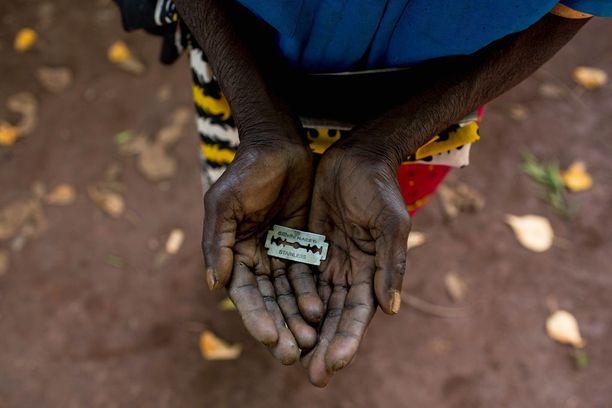 Razmyar uskoo, että perheet tietävä silpomisen rangaistavuudesta Suomessa, minkä vuoksi tytöt lähetetään ulkomaille.