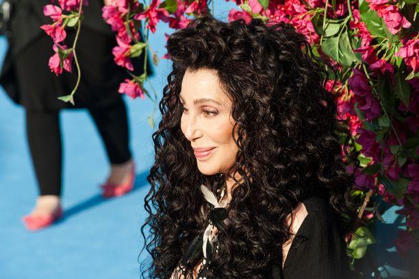 Cher on mukana monessa hyväntekeväisyysjärjestössä.