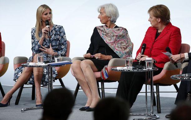 Ivanka Trump oli tällä viikolla Berliinissä arvovaltaisessa seurassa. Kuvassa keskellä IMF:n Christine Lagarde ja Saksan Angela Merkel.