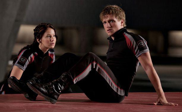 Arvostelijoiden mukaan Jennifer Lawrence on liian tuhti ollakseen uskottava pari Josh Hutchersonin esittämän Peetan kanssa.