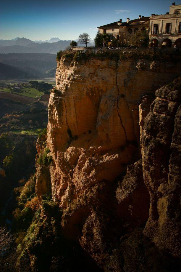 Korkealla sijaitsevasta Rondasta avautuu huikeita näköaloja moneen suuntaan.