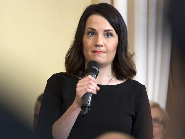 Opetusministeri Sanni Grahn-Laasonen (kok).