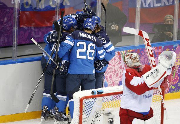 Suomi paineli 3-1-voittoon Juhamatti Aaltosen, Teemu Selänteen ja Mikael Granlundin maaleilla.