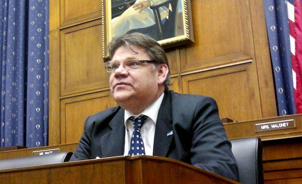 NÄKÖKULMAA Kotimaan politiikasta lomaileva Timo Soini vieraili viime viikolla Yhdysvaltain kongressin verokomiteassa Washingtonissa.