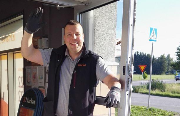 Mikko Lundén vakuuttaa, ettei hän katoa täysin K-kaupasta, vaikka pääsikin eduskuntaan.