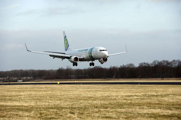 Hollantilaisen halpalentoyhtiö Transavian lennolla oli liikaa kaasua ilmassa. Arkistokuva.