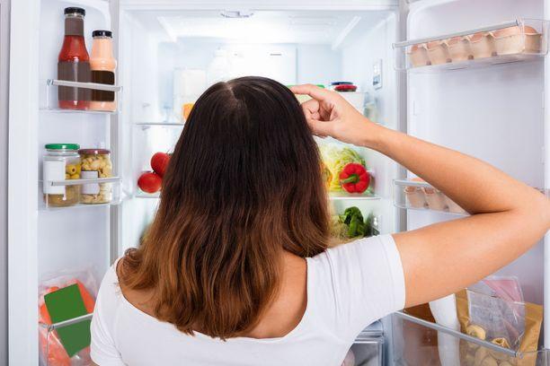 Ruokailun välistä jättäminen ei ole hyvä idea, jos tavoitteena on painonhallinta.