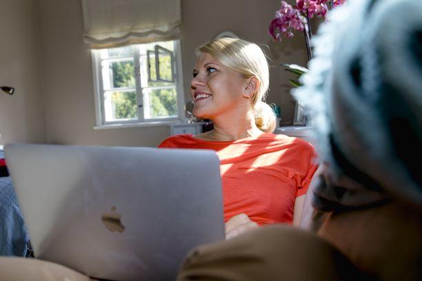 Parempien yhteyksien myötä yhteydenpito esimerkiksi muissa maissa asuvien läheisten kanssa helpottuu entisestään.