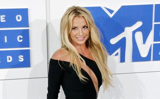 Britney Spears kertoo Instagramissa jääneensä lukkojen taakse vessaan – fanien teoriat lähtivät heti leviämään