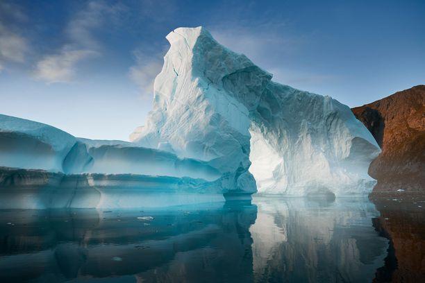 Grönlannissa sulanut jää on nostanut maailman merien pintaa.