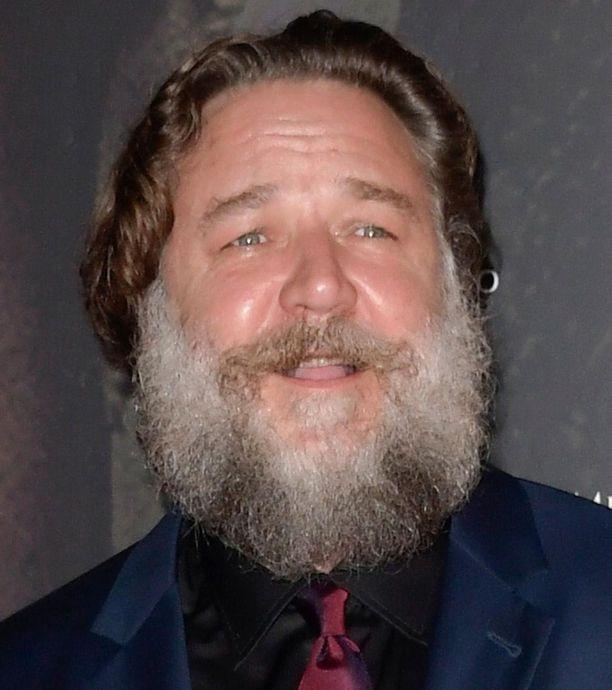 """Kesäkuussa 2018 otetuista kuvista näkyy, että näyttelijä on kasvattanut itselleen muhkean, """"joulupukkimaisen"""" parran."""