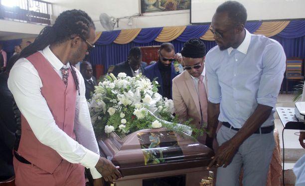 Usain Bolt saatteli vasta 34-vuotiaana kuolleen ystävänsä Germaine Masonin haudan lepoon.